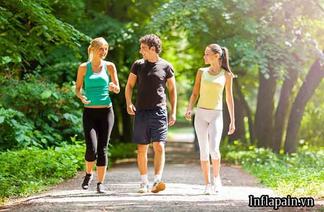6 lưu ý khi đi bộ cho người bị đau khớp gối