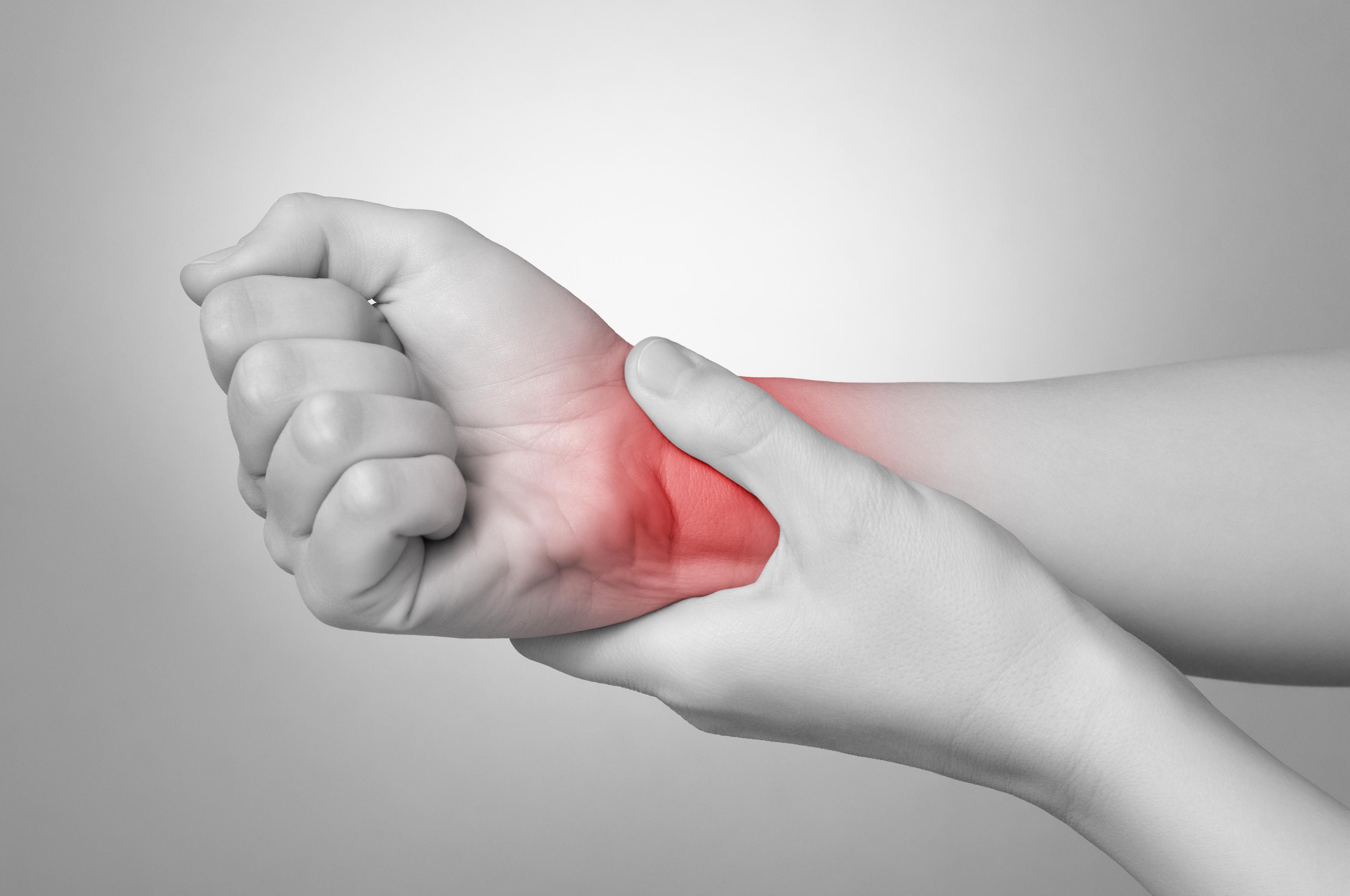 Đau cổ tay khi chơi thể thao là dấu hiệu của bệnh gì 1