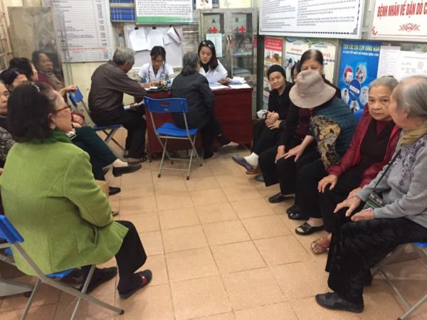Công ty CP Y Dược Vietlife hợp tác khám chữa bệnh cho người cao tuổi trên địa bàn P. Nguyễn Trãi, Hà Đông, HN 1