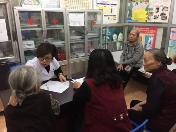 Công ty CP Y Dược Vietlife hợp tác khám chữa bệnh cho người cao tuổi trên địa bàn P. Nguyễn Trãi, Hà Đông, HN 2