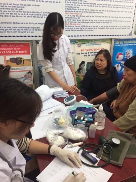 Công ty CP Y Dược Vietlife hợp tác khám chữa bệnh cho người cao tuổi trên địa bàn P. Nguyễn Trãi, Hà Đông, HN 5