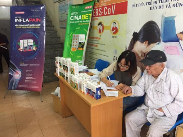 Công ty CP Y Dược Vietlife hợp tác khám chữa bệnh cho người cao tuổi trên địa bàn P. Nguyễn Trãi, Hà Đông, HN 4