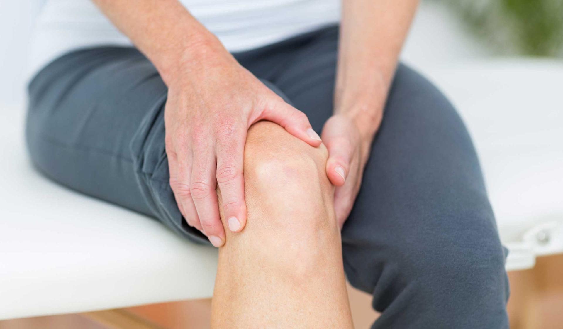 Tràn dịch khớp gối là gì? Tại sao chấn thương lại dẫn đến tràn dịch khớp gối? 1