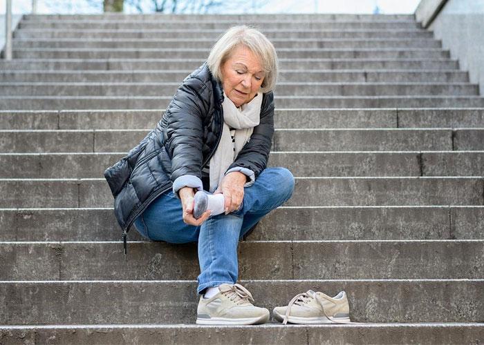 Tại sao bệnh đau nhức xương khớp lại gia tăng vào mùa lạnh? 1