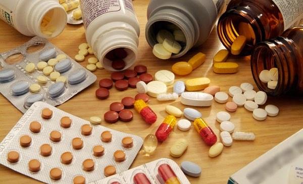 Uống thuốc tây trong điều trị bệnh viêm khớp có nhiều tác dụng phụ