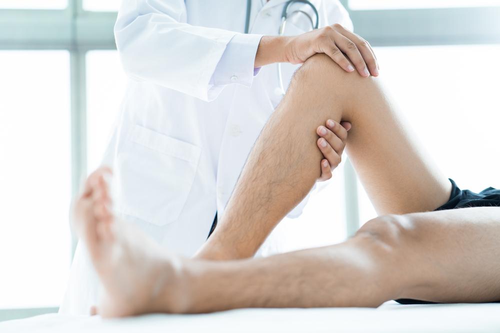Đầu gối sưng đau có thể điều trị tại nhà