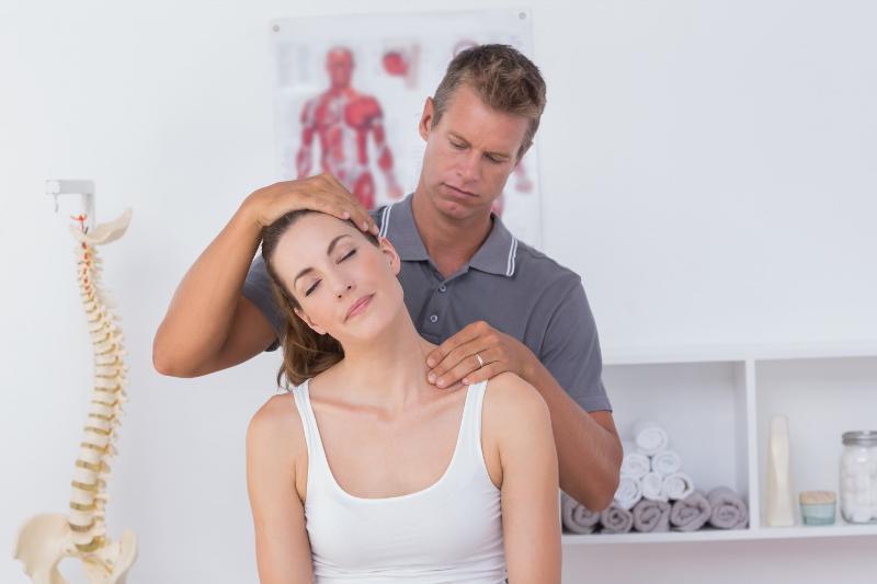 Các phương pháp điều trị đau nhức cổ vai gáy phổ biến 1