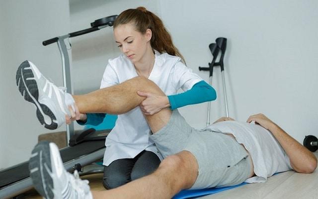Làm gì khi bị tràn dịch khớp gối sau chấn thương? 1