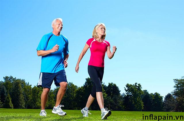 Người bị viêm khớp gối nên tập thể dục để cải thiện tình trạng bệnh