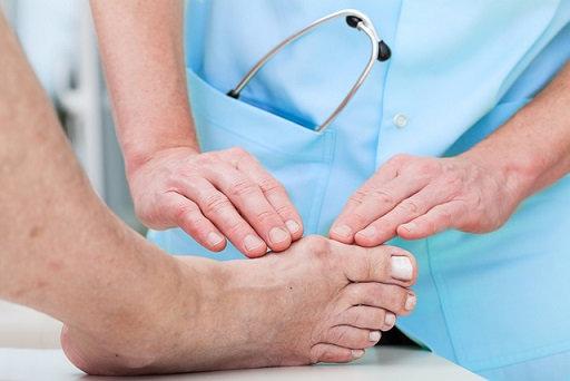Sưng, viêm là triệu chứng khi bị viêm khớp ngón chân