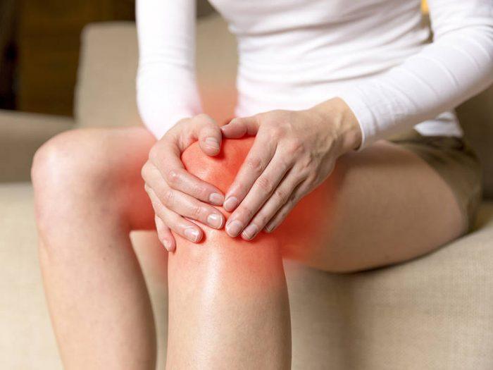 Thường xuyên đau nhức, khó chịu, khô khớp, cứng khớp... biểu hiện của viêm màng bao hoạt dịch khớp gối