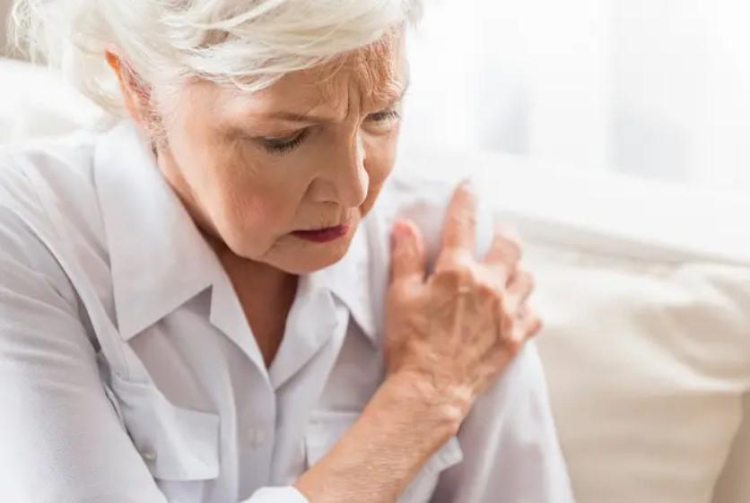 Thoái hóa khớp vai thường gặp ở người trung niên, người cao tuổi